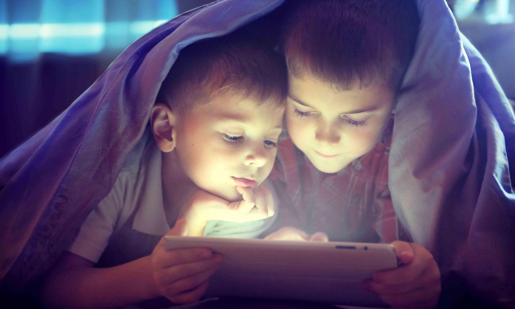 ¿A qué edad debo permitir a mi hijo jugar con la tablet o tener móvil?